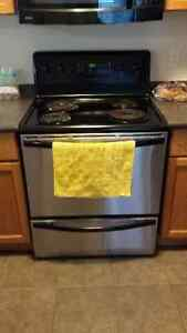 Fridgedaire Electric Range Stainless Steel -10 years old