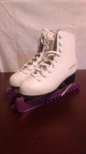 GIRLS FIGURE SKATES. GREAT CONDITION.