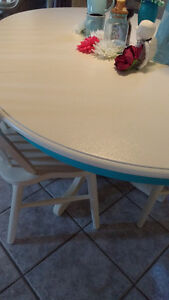 Super Cute Re-finished Table and Chair Set Windsor Region Ontario image 3