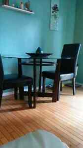 Very pretty glass and espresso dining table and 4 chairs