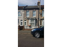 3 BED HOUSE WITH GARDEN: STRACEY RD FOREST GATE E7 0HG - NO DSS TENANT CALLING