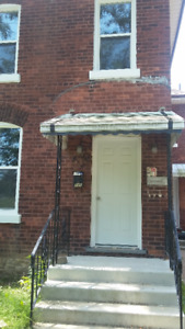 Renovated 2brm apartment on Erie ave. Available Oct 1st