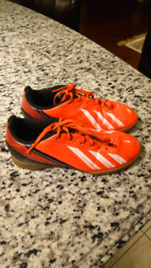 $ 10 Adidas indoor soccer shoes size 2