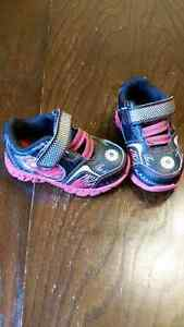 Size 6 toddler light up running shoes
