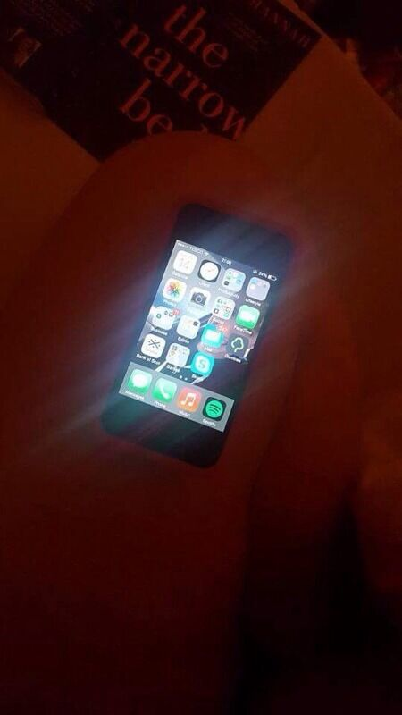 Iphone 4 32gb (unlockedin Paisley, RenfrewshireGumtree - Iphone 4 for sale. 32gb and unlocked great condition and works perfectly apart from smashed back but comes with 5/6 cases to use to cover up (mostly girly cases). Looking for £40 or very nearest offer