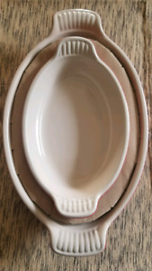 2 sets of 2 - Le creuset baking / serving dishes (4 dishes)