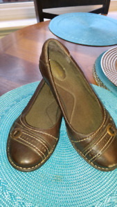 Brown leather Clark's shoe's excellent condition size 8 $15