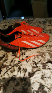 Men's 11.5 Never worn Addidas soccer shoes.