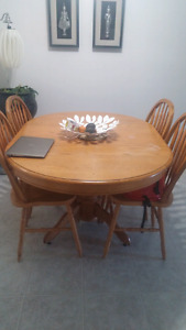 Moving sale . Solid oak dining table.