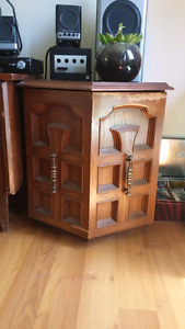 2 Side table cupboards