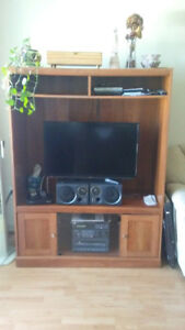 Étagère et meuble de télé à Donner