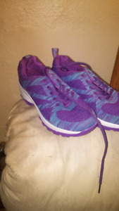 Brand new size 8 womens shoes