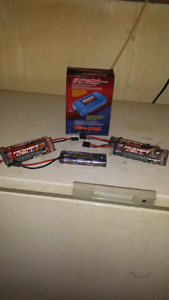 Traxxas 4amp nimh quick charger and 5 batteries