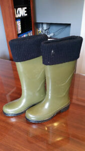 Ladies Cougar Green Rankin boots - size 7, almost new!!!