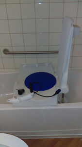 Bath Lift with transfer board Peterborough Peterborough Area image 1