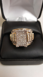 14KYG Ring with lots of shine!