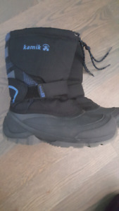 Youth Boys Kamik Winter boots - size 3