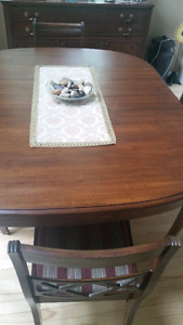 BEAUTIFUL ANTIQUE SOLID WALNUT DINNING TABLE & 4 CHAIRS