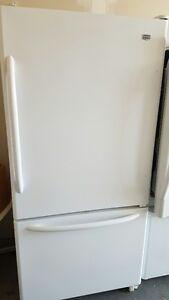 Refrigerateur Maytag Blanc Lisse de 22 Pieds Cube