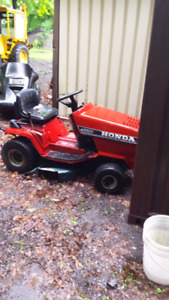 Honda HT 3810 Riding lawn tractor.