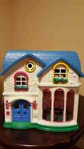 Doll House in excellent condition