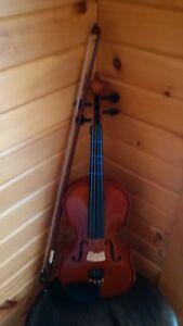 1/2 sized sentor violin, case, bow and chin rest