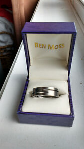 Man's wedding band size 10