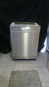 LAVE VAISSELLE STAINLESS BLOMBERG / DISWASHER