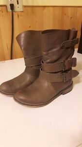 Steve Madden – Leather Boots EUC