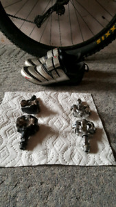 2 pairs of clipless pedals and 1 pair of shoes