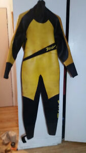 BARE - wetsuit - COLD WATER  - homme LARGE ( 160 lb )