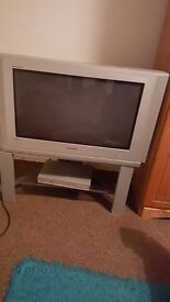 25x35 Samsung tv (With stand)