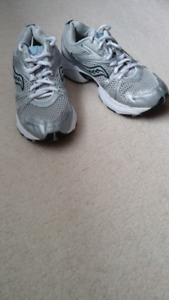 Saucony Womens Running Shoes Sz 7