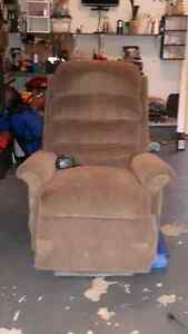 Electric lift chair/recliner