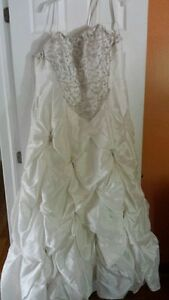Wedding Dress for sale, never worn