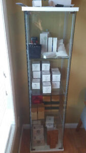 Glass Cabinet/Shelf, Display Case in Great Condition