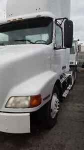 2002 Volvo Day cab with low kms