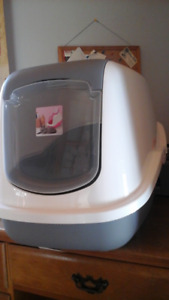 Cat litter box with lid