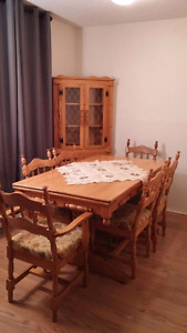 Dinning table in a good condition