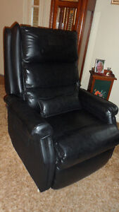 Reclining Lounge chair with Massage & Heat! Kawartha Lakes Peterborough Area image 1