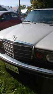 Mercedes 1977 300D London Ontario image 1