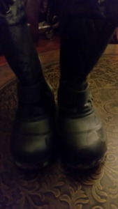 BRAND NEW BOYS BOOTS SIZE 3$10