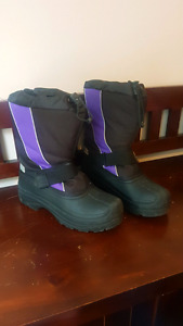 Size 8 Women's Snow Boots