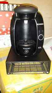 Tassimo coffee maker with disc tray