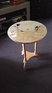 Accent table clock face top.
