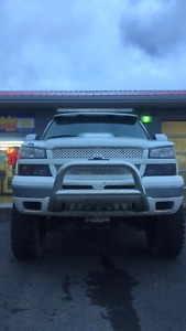 "2005 Chevy Avalanche LT 4x4 Lifted 10"" with 37"" Mickey Thompsons"