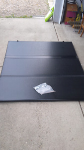LIKE NEW - Extang solid tri-fold tonneau cover