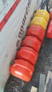 6 Jerry Cans