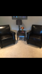 Set of 2 matching leather reclining chairs