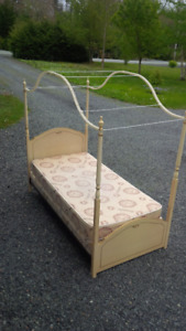 Twin Canpoy Bed